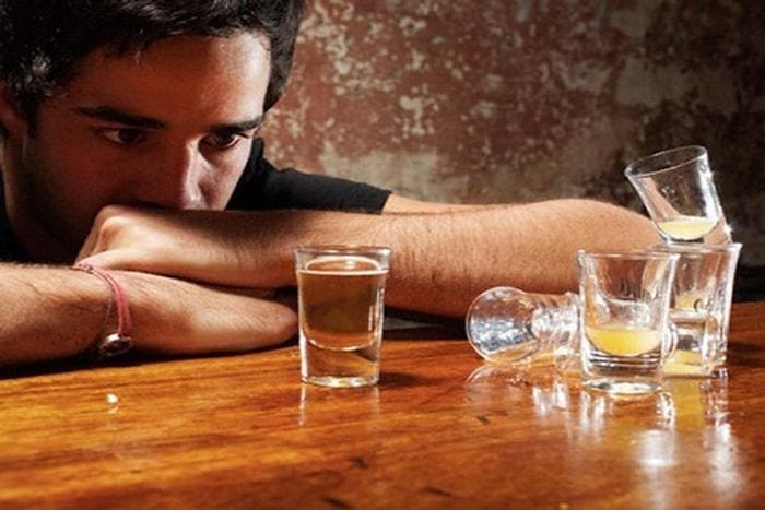 Uống nhiều rượu bia gây yếu sinh lý