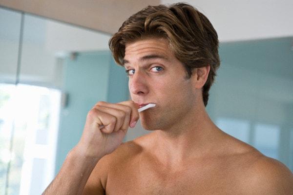 Vệ sinh răng miệng gây yếu sinh lý